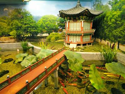 Koi pond in Coex Aquarium Seoul