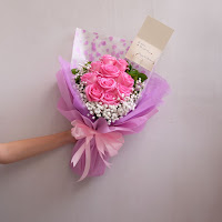 bunga valentine, buket bunga dan cokelat, buket bunga ferrero rocher, buket bunga mawar, bunga mawar valentine, handbouquet mawar, buket rose, toko bunga, florist jakarta, toko bunga jakarta barat