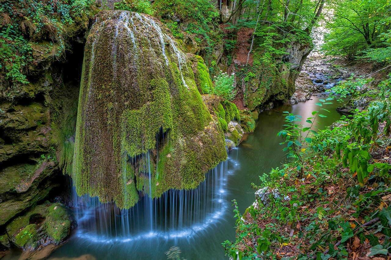 """TYWKIWDBI (""""Tai-Wiki-Widbee""""): Bigăr Waterfall, Romania"""