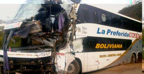Dos buses chocan en la carretera a Villa Montes