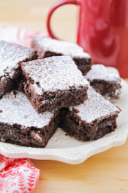 These fudgy chocolate gingerbread brownies are so delicious! The combination of dark chocolate with a hint of spice makes these brownies unforgettable!