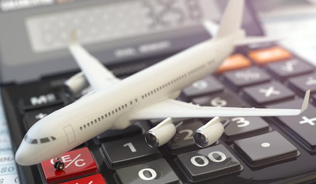 Maquette d'avion sur une calculatrice