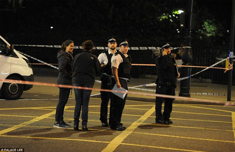 Likely terrorist attack leaves 1 dead, 5 injured after teenager went on stabbing spree in London