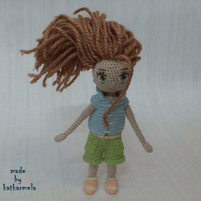 Вязаная каркасная кукла
