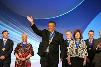 image of President Bustamante Receiving award