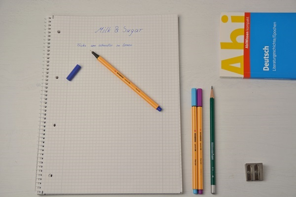 Wichtige materialien zum lernen sind zum beispiel Stifte, Bücher und Aufzeichnungen