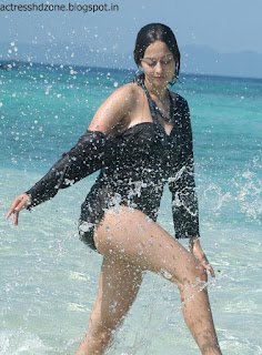 Kaveri Jha hot wallpapers in beach
