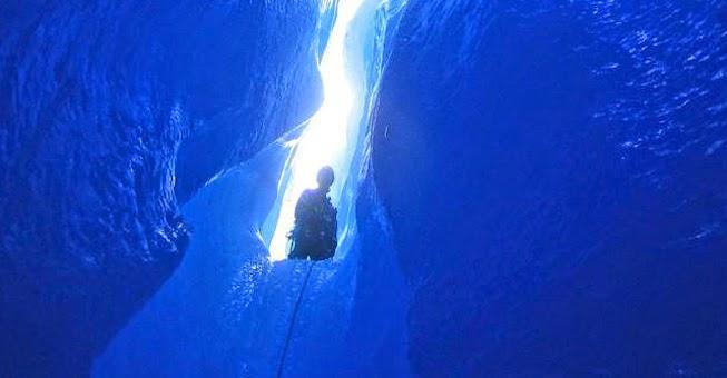 Παγωμένη γοητεία: Στα άδυτα παγετώνα στην Αλάσκα!