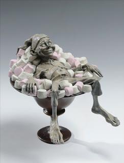 David Goode koboldja egy tál pillecukorban