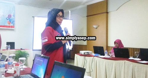 MAFINDO : Sesi dari Masyarakat Anti Fitnah (MAFINDO) Dibawakan langsung oleh ketuanya Ibu Dr Syarifah Ema Rahmaniah yang mengusung tema pendekatan konten negatif.  Photo Asep Haryono