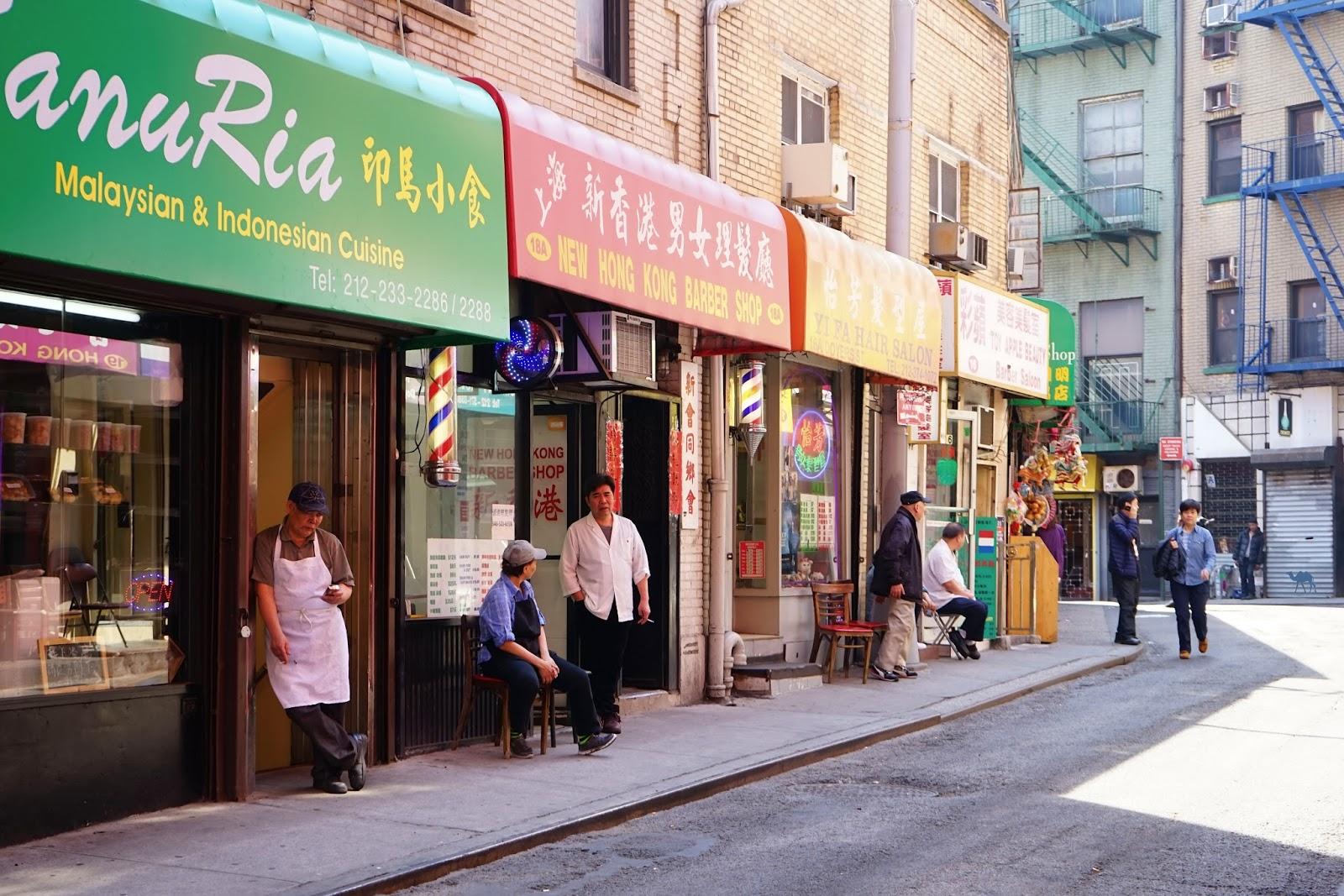 Rue de l'apotheke - Le Chameau Bleu - En plein quartier de Chinatown