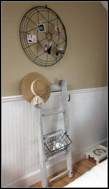 rustic and repurposed ladder organizer www.homeroad.net