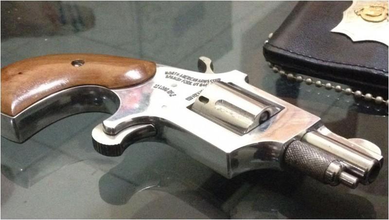 Senjata api jenis revolver yang digunakan Adnan