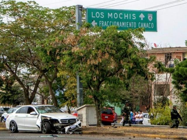 Sicarios atacan a hombre que iba en Mercedez de lujo, momentos después regresan a rematarlo y gritan ¡Quítense a la verg..a o los mato a todos!  en Culiacán, Sinaloa