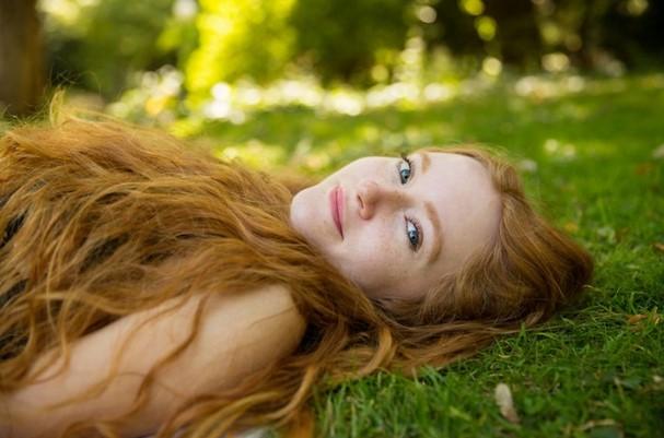 Potret Cantik Wanita Berambut Merah