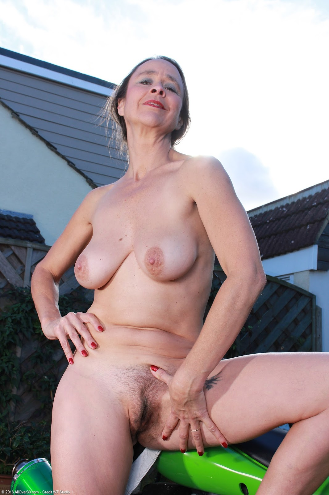 Mature Nude Public Pics