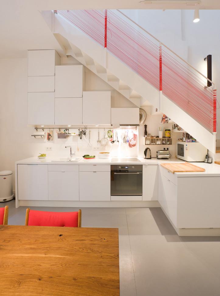 Escaleras de cocina escaleras de madera decorativas en la for Escalera de cocina plegable