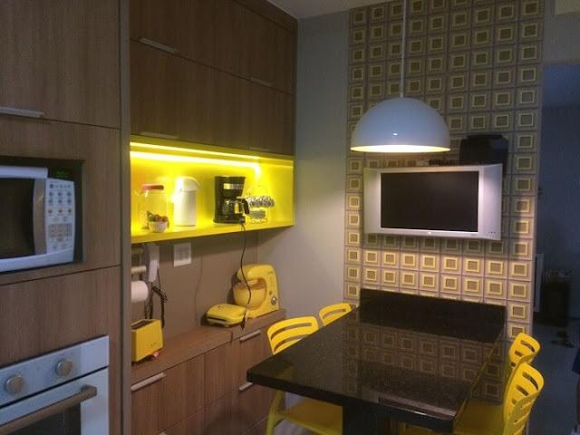 cozinha-pequena-detalhes-amarelos