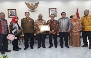 Pemprov Papua Raih Penghargaan Komisi Informasi Pusat