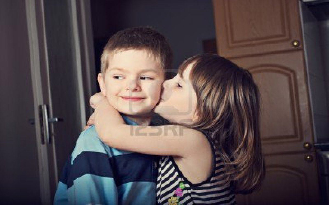 http://3.bp.blogspot.com/-HXUsZTsyphk/UMFWeSd-e3I/AAAAAAAAIA4/ukDDYpAJ034/s1600/Cute+Little+Baby+Boy+And+Girl+Kissing+HD+Wallpaper-1280x800-bestlovehdwallpapers.blogspot.com.jpg