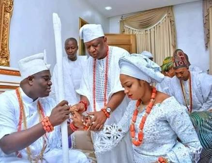First Photos of Ooni Of Ife With His Beautiful Bride in His Palace