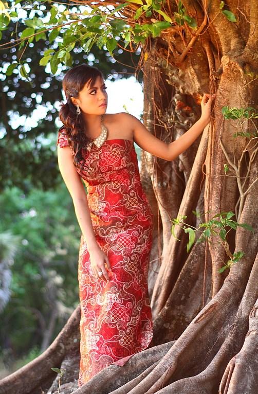 foto model foto model pakai baju batik gadis desa cantik dan seksi dijadikan model