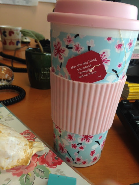 Um chá quentinho com mensagem inspiradora