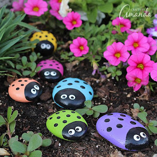 https://craftsbyamanda.com/ladybug-painted-rocks/?utm_source=feedburner&utm_medium=email&utm_campaign=Feed:+AmandasCraftyCreations+(Crafts+by+Amanda)