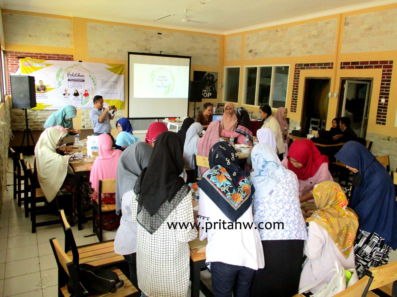 Inspirasi Bisnis dari Alfamart, Mayar Shopping, dan The Jannah Institute untuk Perempuan Jember 19