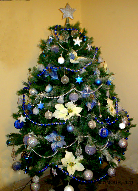 Como decorar un arbol de navidad en azul y plateado