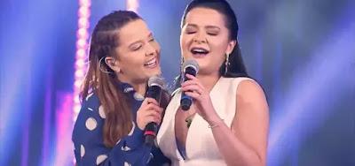 As cantoras Maiara e Maraisa no palco do SóTocaTop