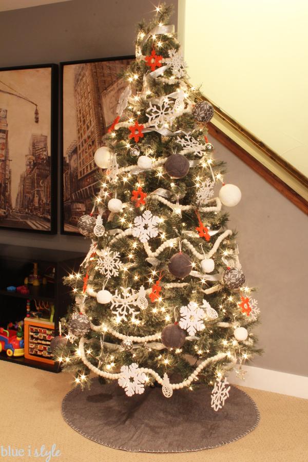 Pretty and Kid Friendly Modern Christmas Tree