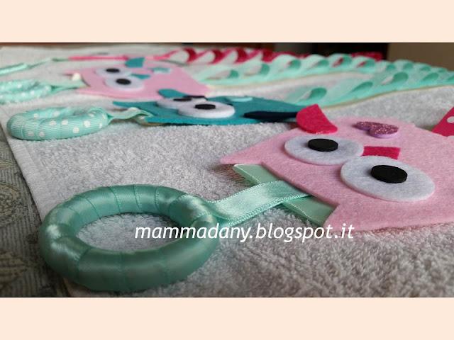 Dettaglio porta cerchietti gufetto bambina color tiffany e rosa