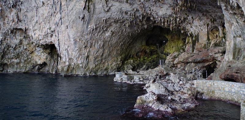 Die Meeresgrotte Zinzulusa bei Castro in Apulien