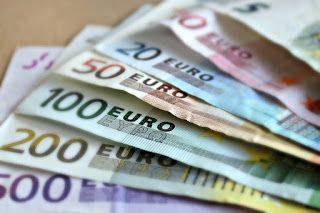 Dinero. Varios billetes de euro