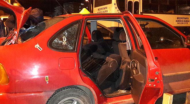 Diyarbakır Körhat'ta Kılavuz Caddesi'nde park halindeki otomobile ateş edildi