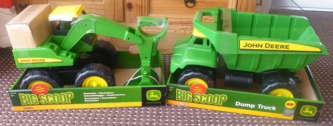 Official TOMY Blogger, TOMY, Yorkshire Blog, Mummy Blog, Parent Blog, Toys, Review, John Deere, Dump Truck, Excavator, Big Scoop,