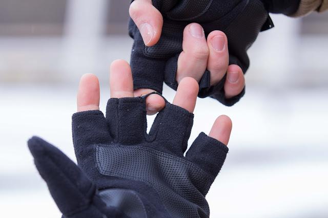 Die praktische Ausziehhilfe der Funktions-Handschuhe