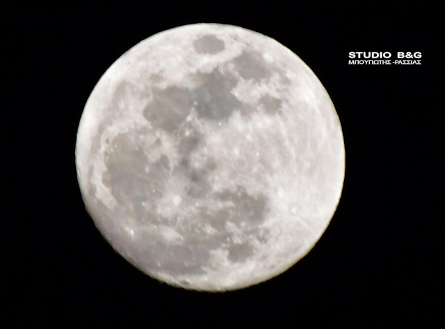 Εντυπωσιακή σελήνη στο Ναύπλιο μια μέρα πριν το «σούπερ μπλε ματωμένο φεγγάρι»