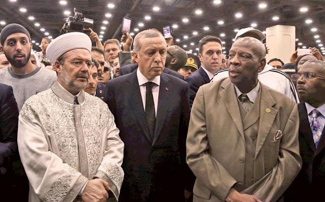 Έφυγε ενοχλημένος ο Ερντογάν από την κηδεία του Αλι