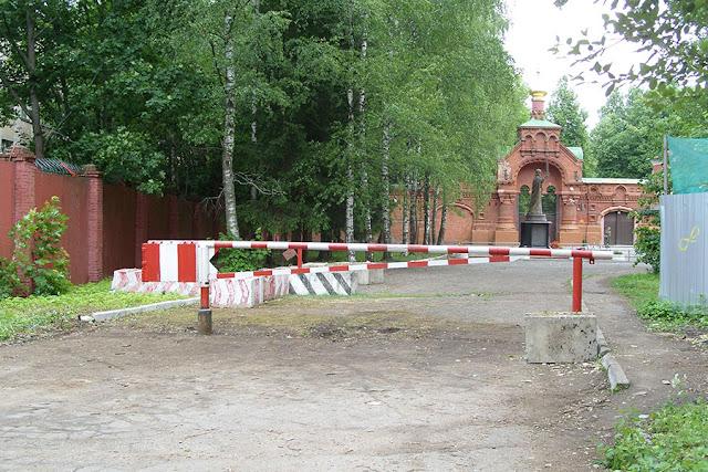 С дороги к Гефсимании убрали ворота Сергиев Посад