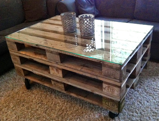 Pallebord Jeg har laget meg et nytt bord. Her har jeg pusset tre paller og sk...