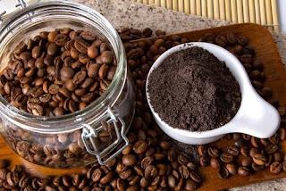 Gommage de café et menthe pour éliminer la cellulite