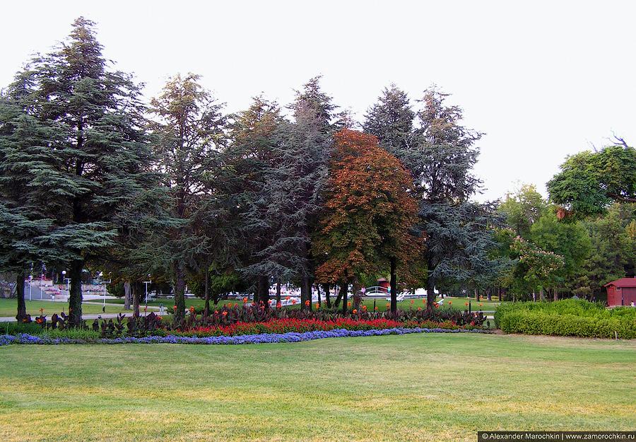 Газоны и клумбы в Святом Константине, Болгария