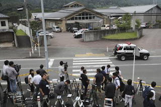 People gather in front of the front gate of the Tsukui Yamayurien  facility for the disabled in Sagamihara, Kanagawa Prefecture, on  July 26.  (Takeshi Iwashita)