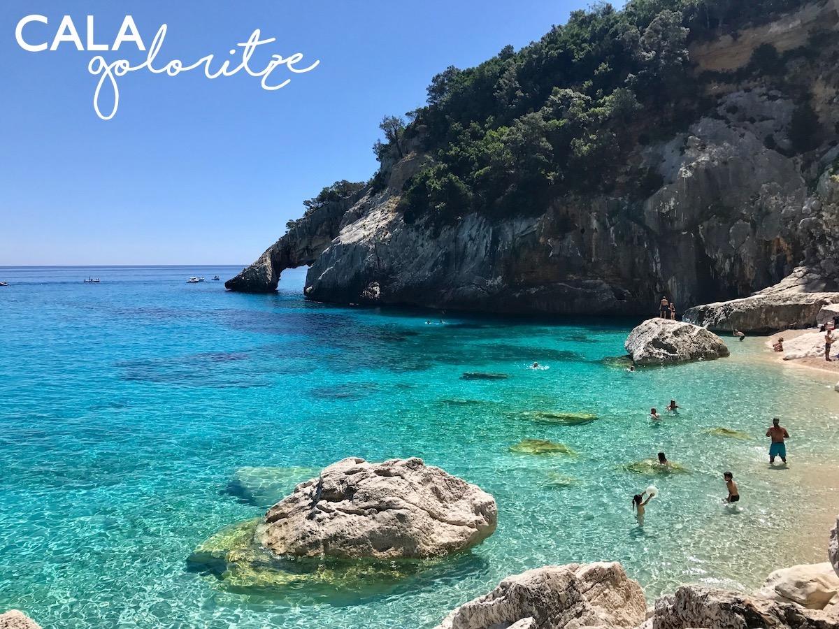 Sardinia Best Beaches Die schönsten Strände Sardiniens auf: http://www.theblondelion.com/2017/08/schoenste-straende-sardiniens.html Tipps Reiseblog Travel Diary Reiseführer Reisetipps Cala Goloritze