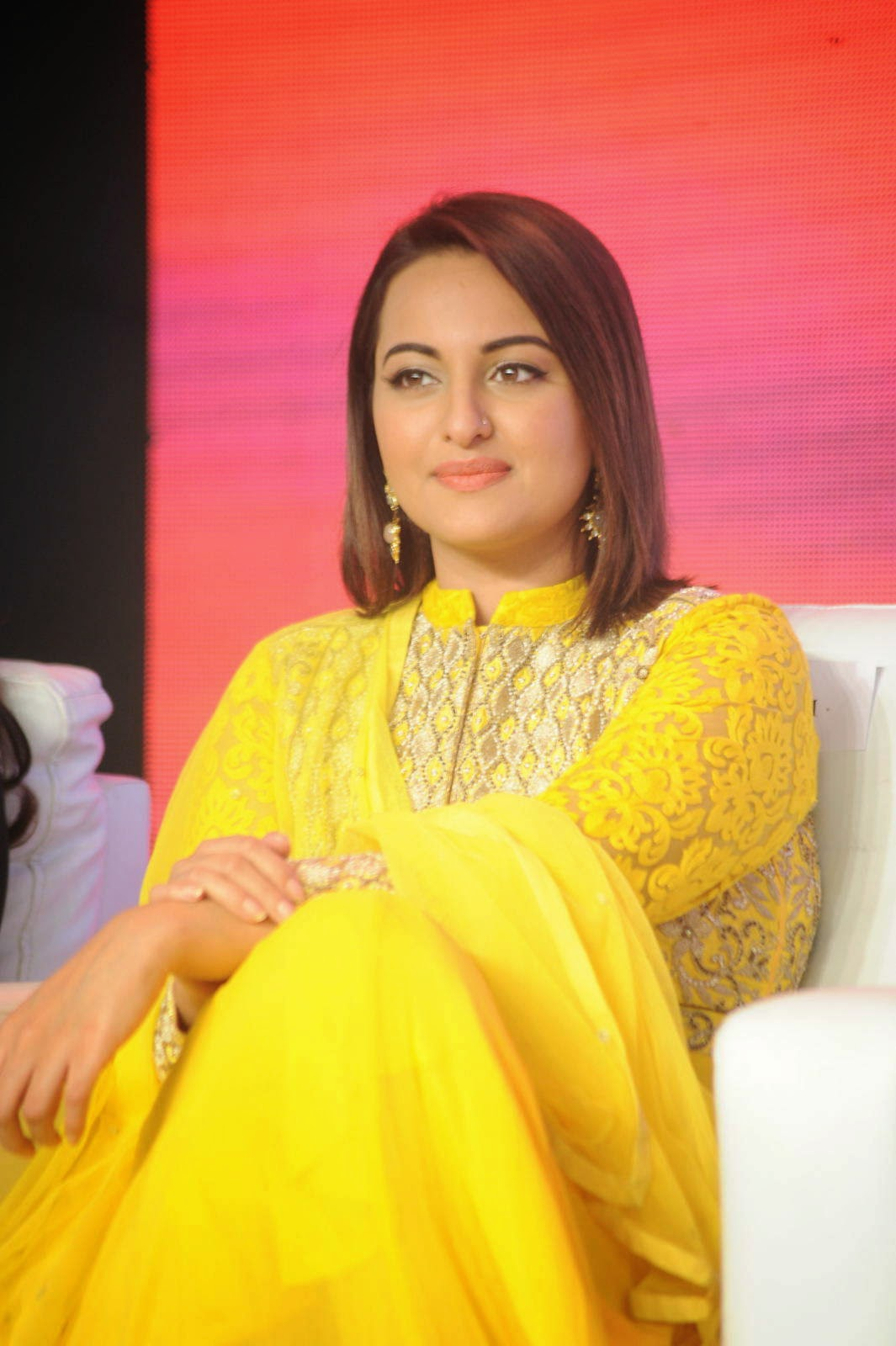 Sonakshi Sinha Photos, Sonakshi Sinha Yellow Suit Pics from Lingaa Movie Event