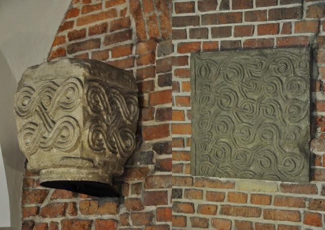 Romańskie detale z katedry krakowskiej