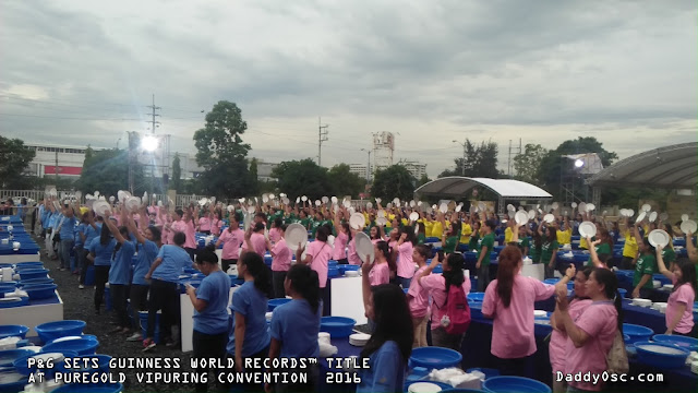 VIPuring members washing the dishes for Guinness World Records