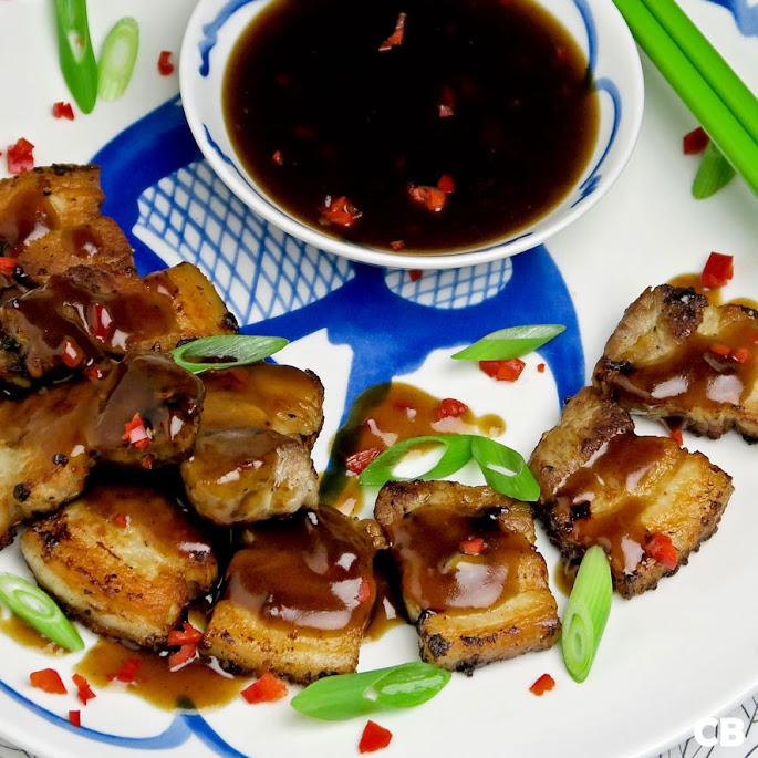 Krokante speklapjes met een verrukkelijk Chinees sausje